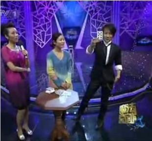 刘谦纸扑克牌预言魔术 简单的扑克牌魔术教学视频教程_刘谦预言魔术揭秘解密