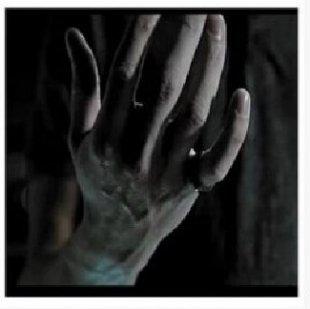 变戒指魔术教学视频 戒指魔术教程图解_戒指穿透手指移动魔术教学